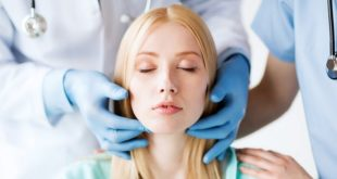 médico preparando paciente para cirurgias plásticas