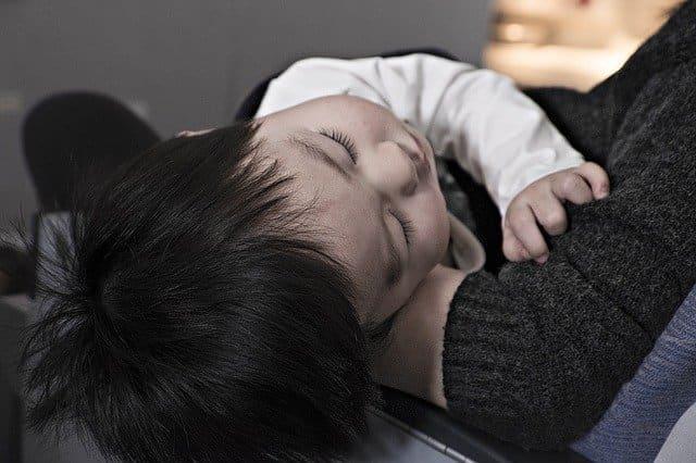 Criança diagnosticada com Meningite bacteriana resistente a ciprofloxacino