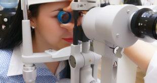 Gestante com glaucoma faz exame oftalmológico