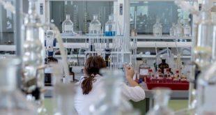 Pesquisadora analisa os testes diagnósticos para infecção por SARS-CoV-2