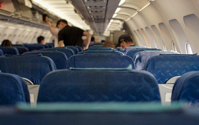 transmissão de covid-19 em avião