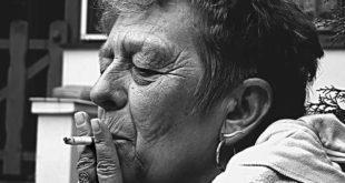 Mulher de 72 anos, hipertensa, tabagista de 60 maços/ano, foi admitida no serviço de neurologia, há 5 semanas com queixa de parestesia progressiva nas extremidades e dificuldade na marcha.