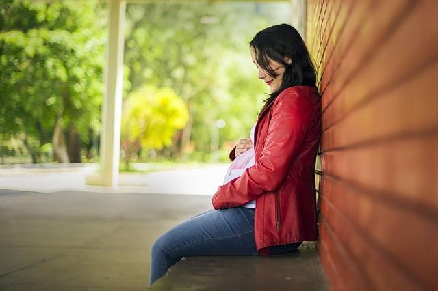 Gestante preocupada com possíveis efeitos de distúrbios psiquiátricos.