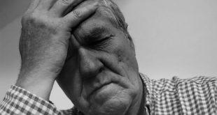 Homem com depressão após síndrome coronariana aguda