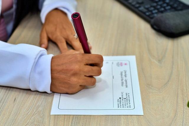 Representação de médico usando um método de avaliação como o NEWS2