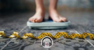 pessoa com perda de peso em balança