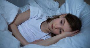 menina com insônia na infância e adolescência