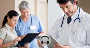 médicos consultando sobre novembro azul e cancer de próstata