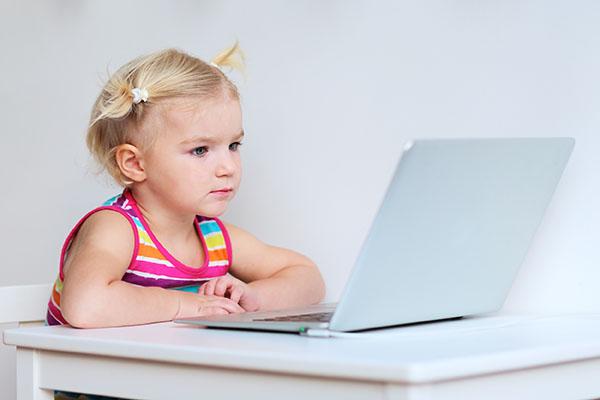 Há benefícios em utilizar jogos de computador para a memória de crianças hiperativas?
