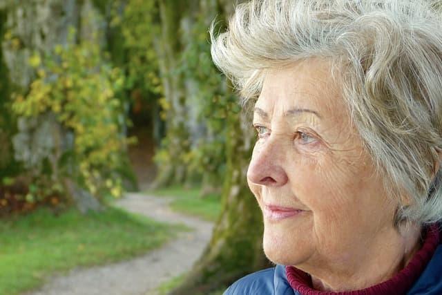 Mulher na pós-menopausa em terapia não hormonal