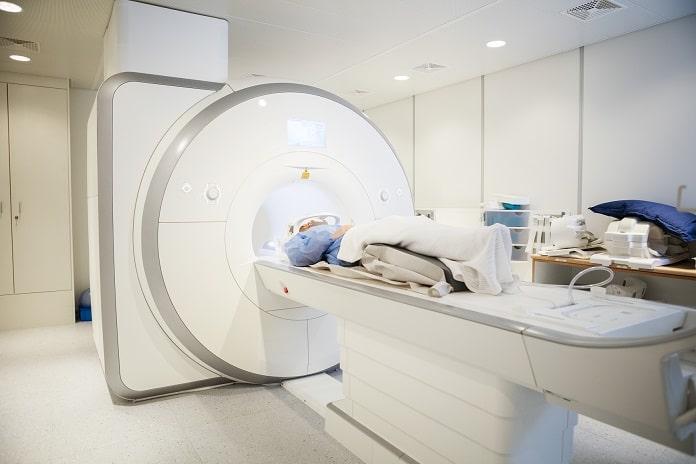 Achados em ressonância nuclear magnética (RNM) em pacientes com tuberculose meníngea