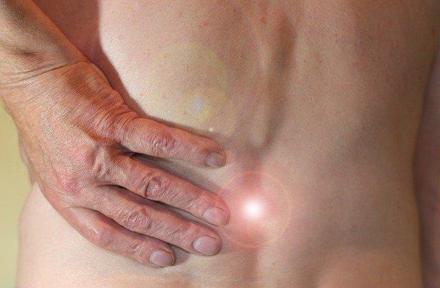 Trabalhos relacionados às espondiloartrites axiais apresentados no ACR Converge