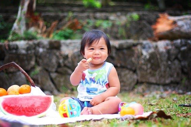 Diretrizes alimentares para bebês e crianças pequenas