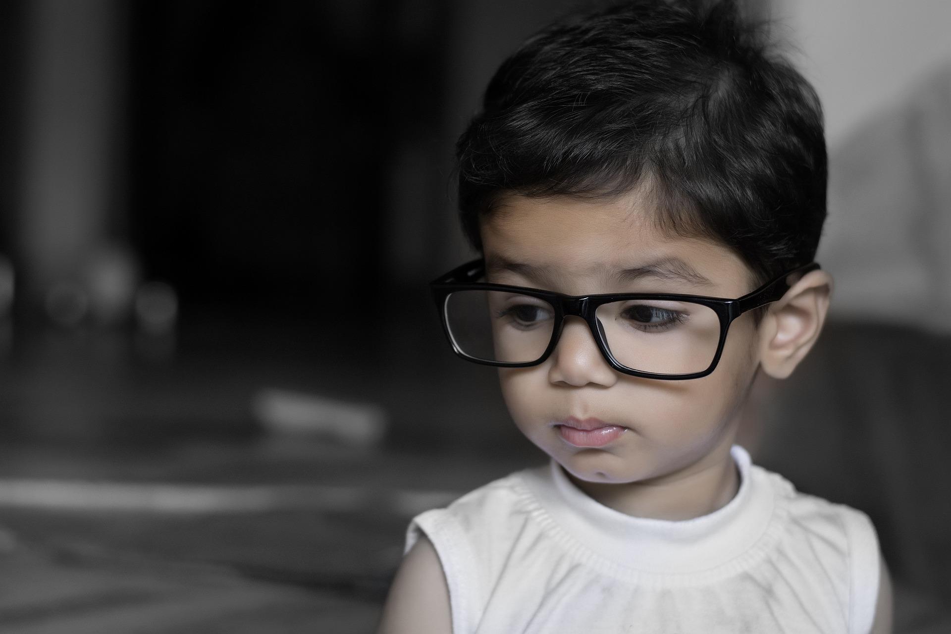 Crianças submetidas a cirurgia de catarata congênita unilateral têm risco de desenvolver glaucoma depois de um tempo?