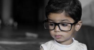 Estudo associa o confinamento domiciliar durante a pandemia de Covid-19 ao aumento da incidência de miopia em crianças.