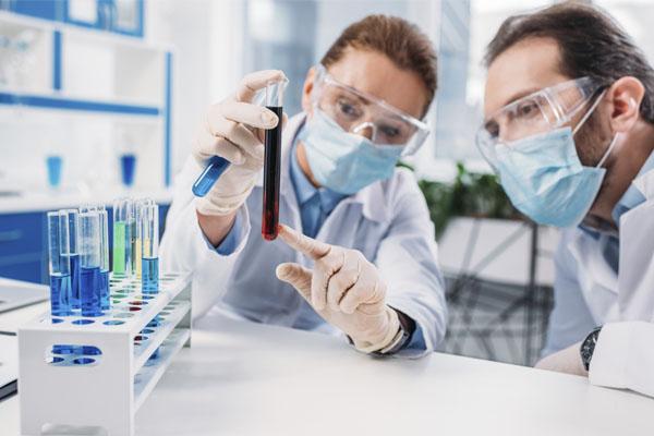 O setor laboratorial ganhou força e destaque com a pandemia.
