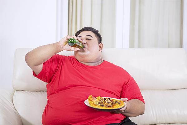 O manejo da obesidade entre pacientes cirróticos é um grande desafio e recentemente houve revisão de literatura sobre o tema.