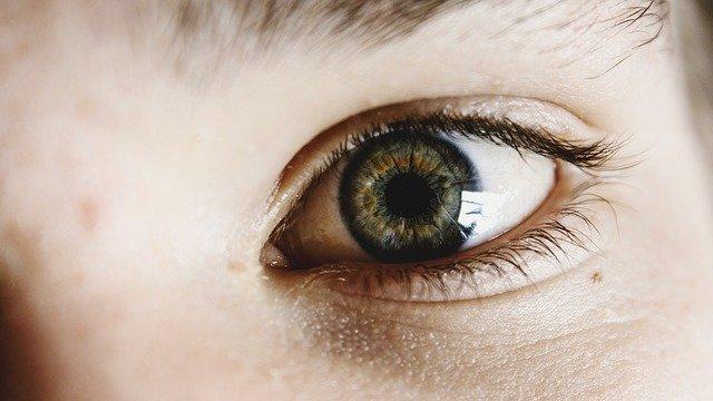 Lesões oculares em crianças associadas ao uso de soluções com álcool